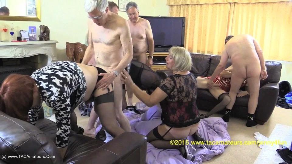 Vieux travesties sans prennent plein le cul