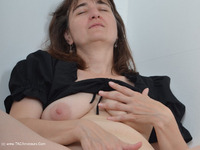 HotMilf - Finger In Pussy