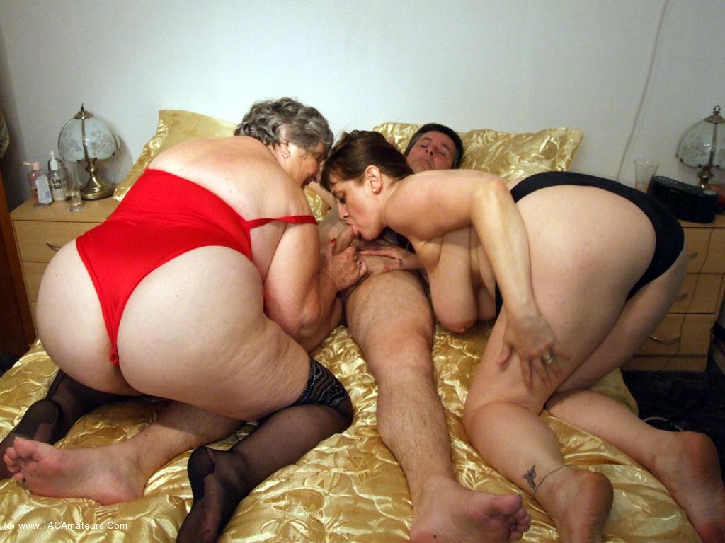 female wrestling nicole oring nude